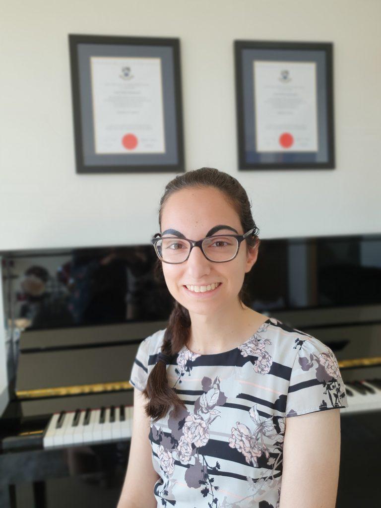Ismini Karamesinis, the online and face to face music teacher